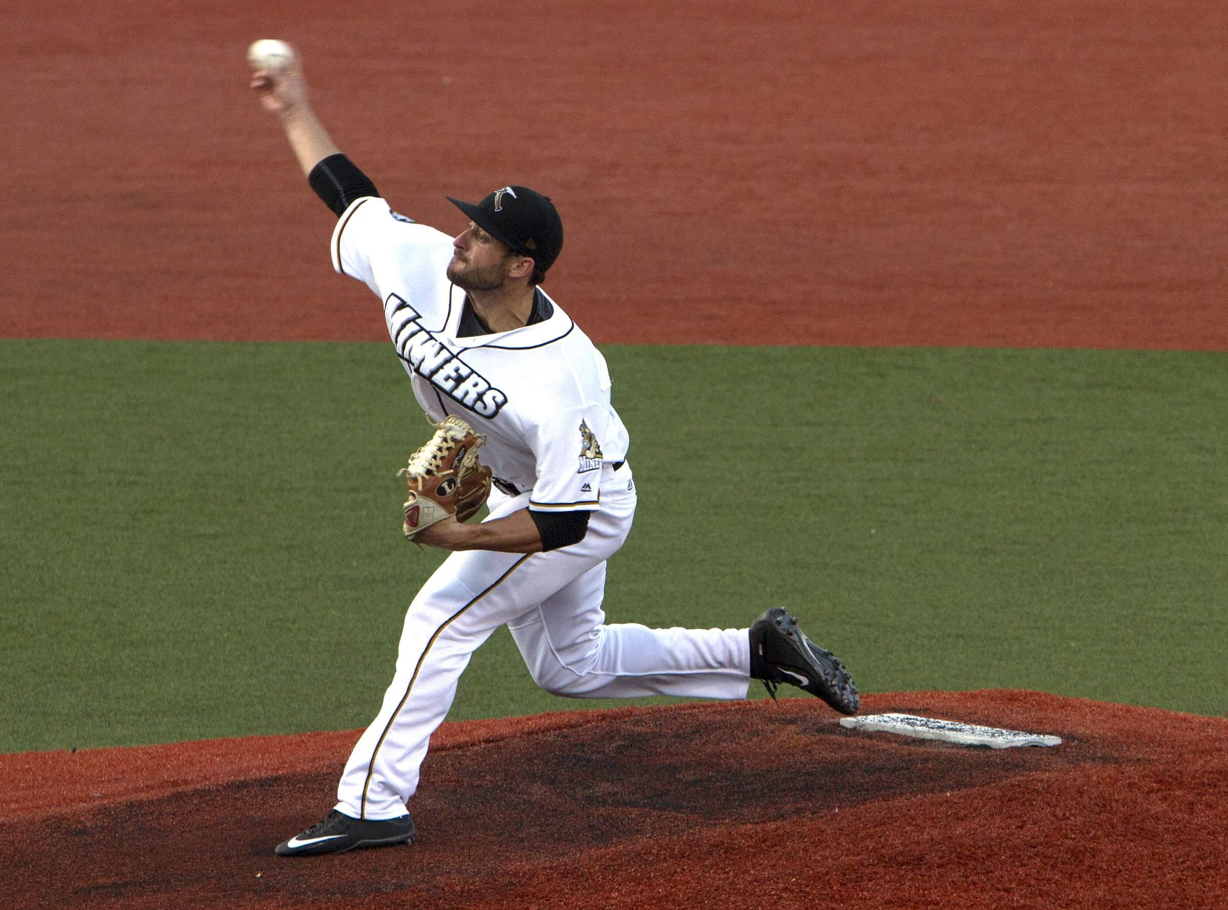 Zach Cooper throws a pitch.