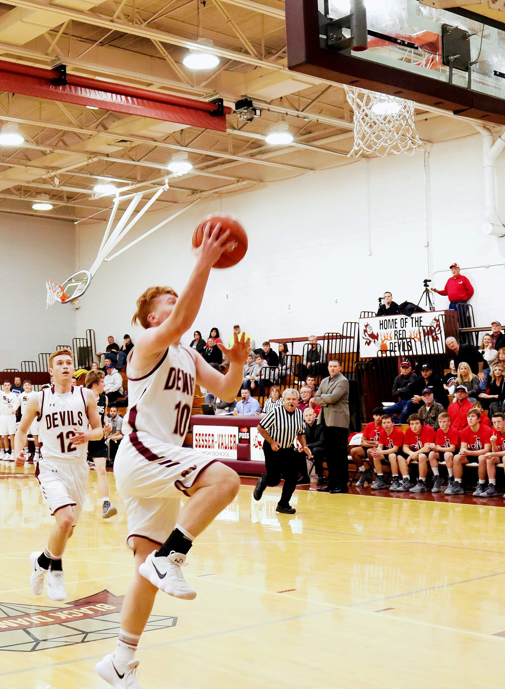 Sesser-Valier's Lukas Gunter puts the ball up on a fast break against Johnston City last Tuesday at home.