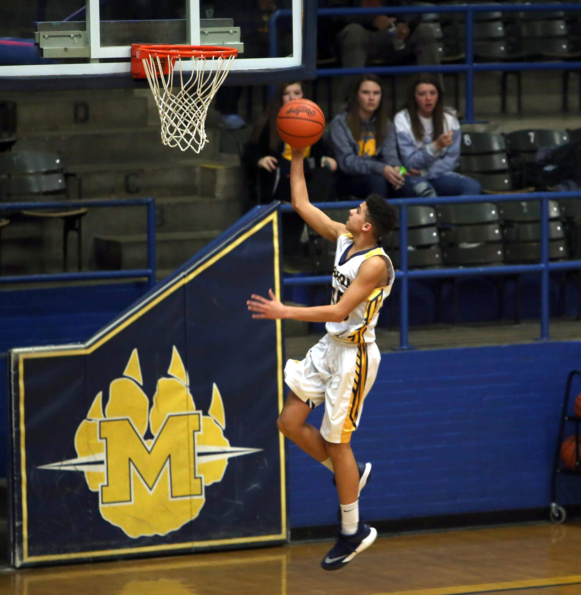 Rayzhaun Bardo takes in a layup Tuesday night.