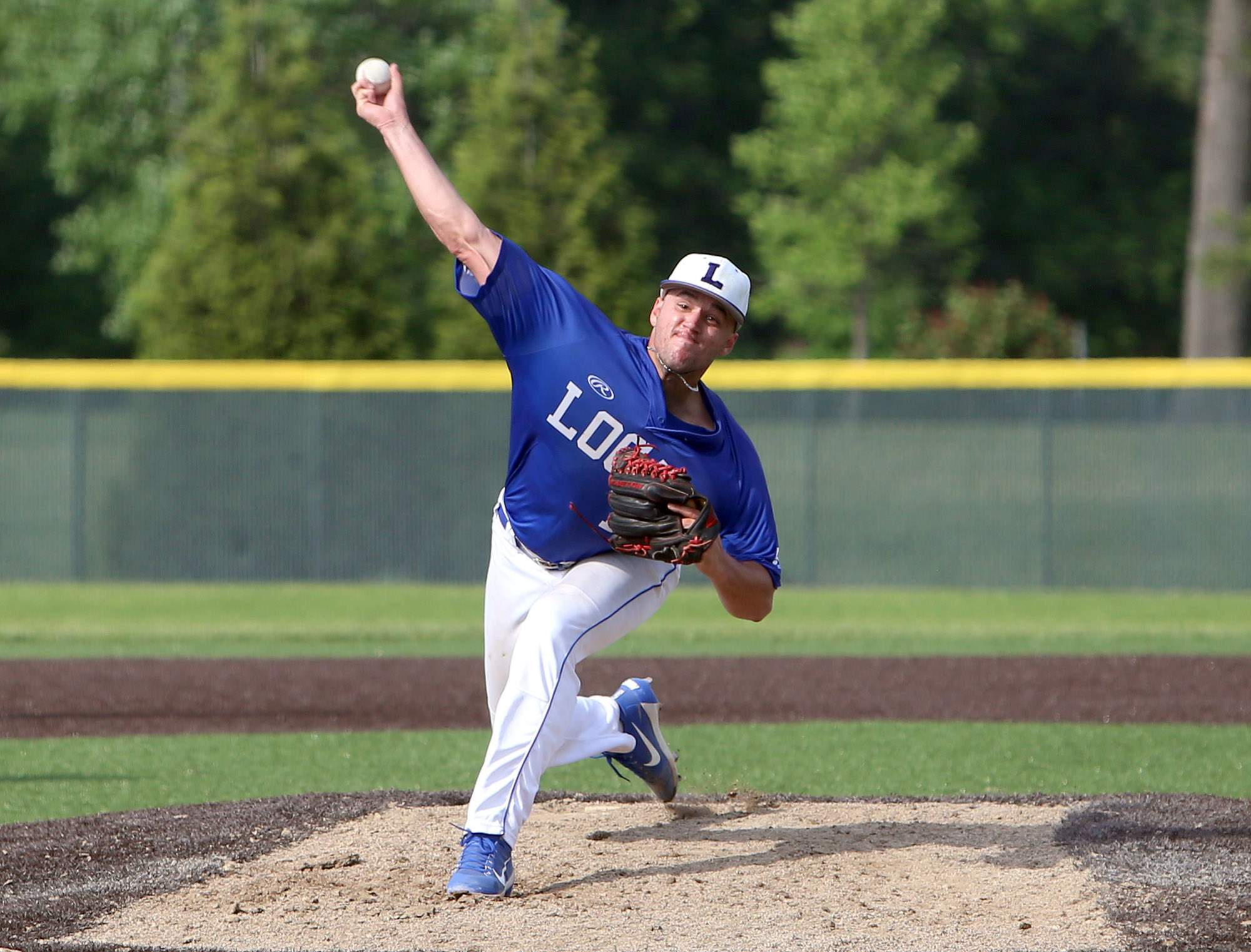 Brenden Heiss throws a pitch Saturday.