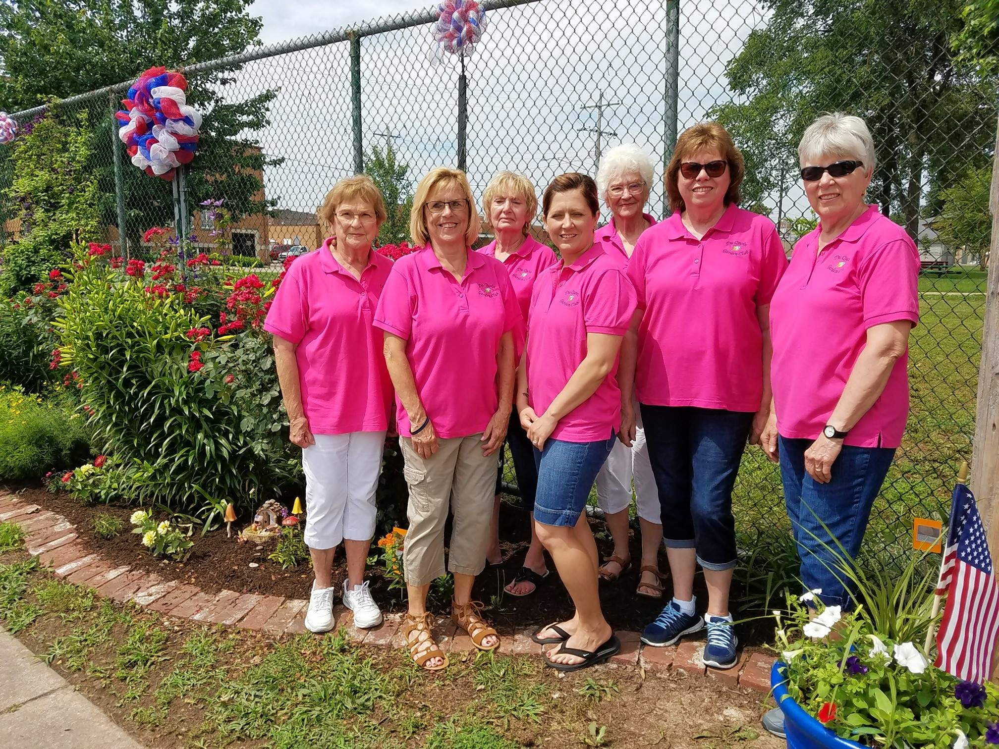 Members of the Du Quoin Garden Club were busy at the city park Saturday showcasing their gardens to the general public. Front row from left: Bonnie Wilson, Joey Harsy, Amy Williams, Mary Jane Field, and Sherry Gravot. Back row: Pam Swallers and Verna Bastien.