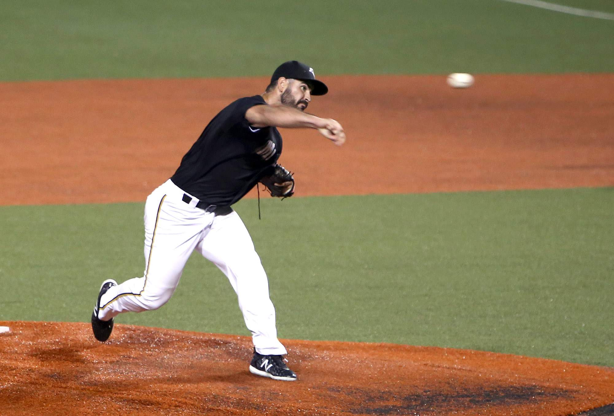 Kurt Heyer throws a pitch in the seventh inning of the second game Wednesday night.
