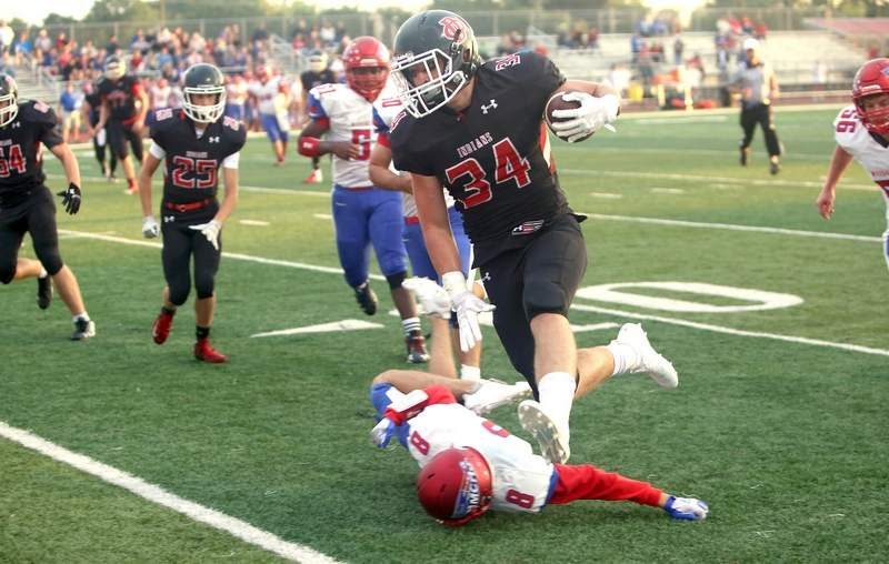 Du Quoin's Westly Milam runs the ball in the first quarter Friday night.