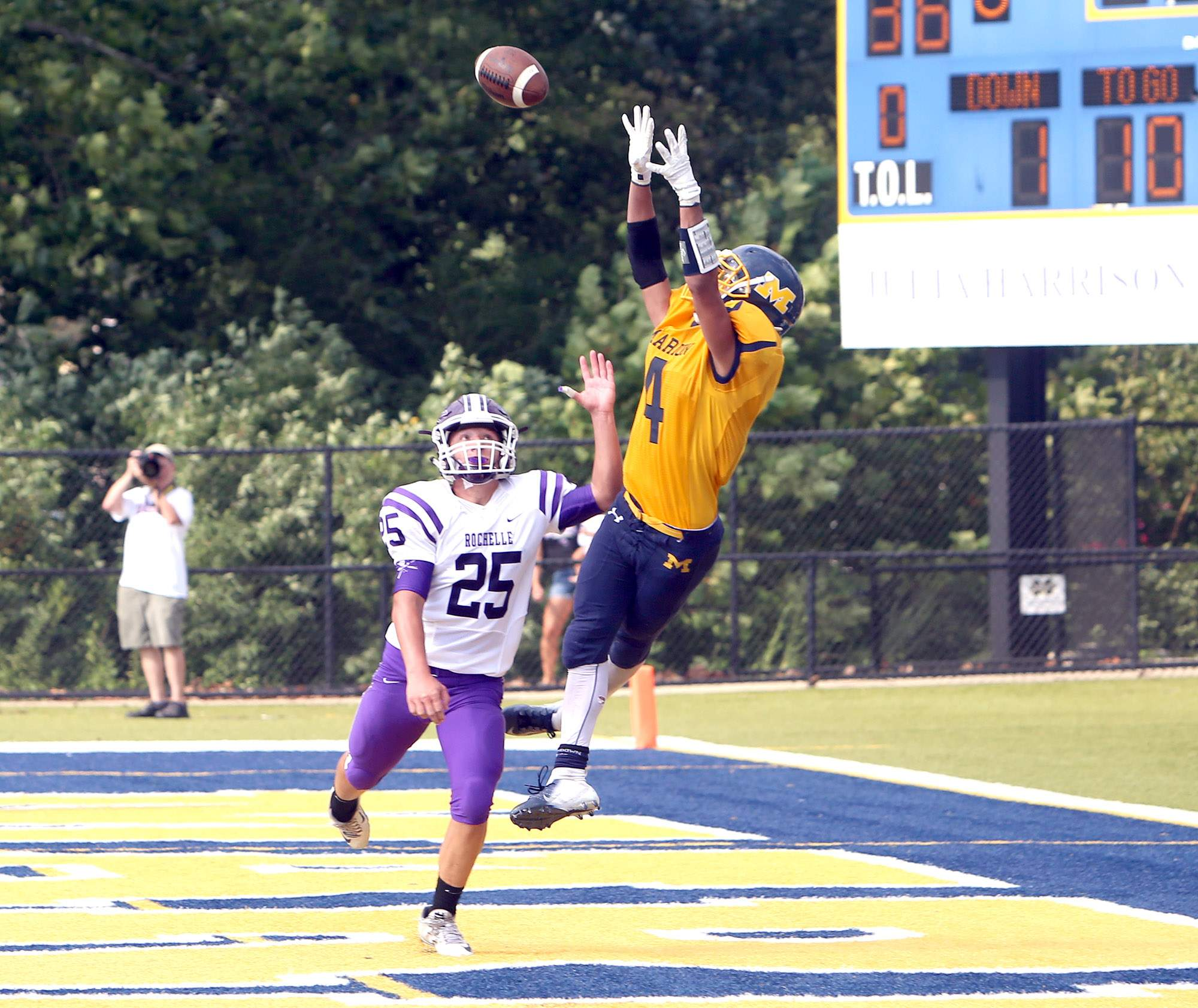 Dylan Kinell leaps for the winning catch.