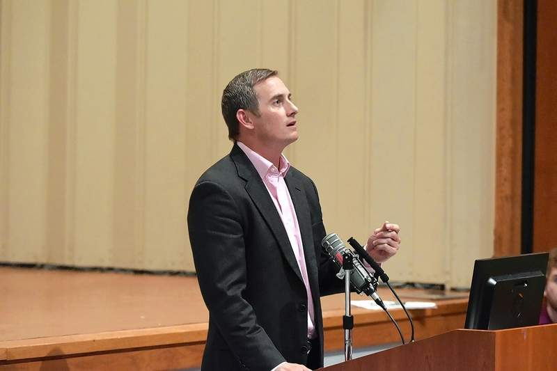 """Libertarian Party gubernatorial candidate Grayson """"Kash"""" Jackson speaks to the audience Wednesday at Southeastern Illinois College."""