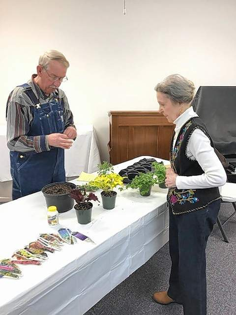 Club member Robyle Foster talks with presenter Mike Gwaltney.