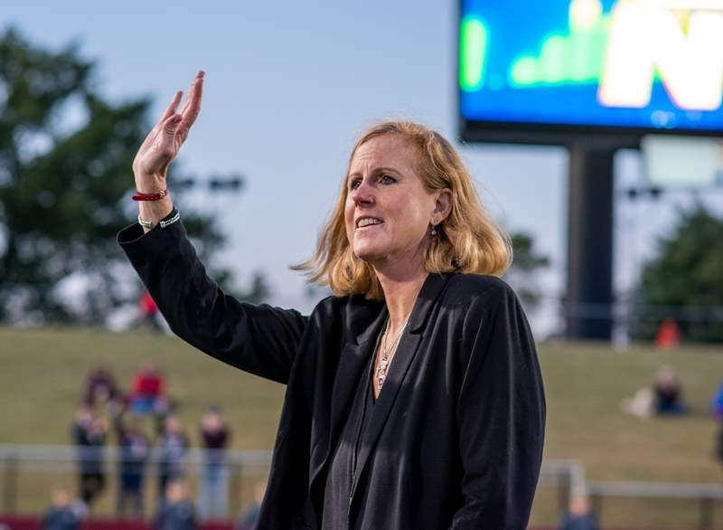 Southern Illinois Director of Athletics Liz Jarnigan has been appointed to the NCAA Olympic Sports Liaison Committee and will serve a term through August, 2023.