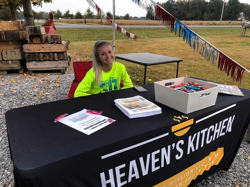 Laken Moore spent some hours over the weekend working to let people know about Heaven's Kitchen. The Harrisburg High School senior is the daughter of Southern Illinois LOCAL Media Group graphic artist Gatha Moore, and has volunteered at Heaven's Kitchen.