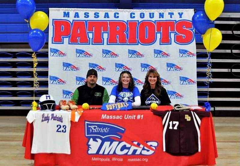 Jenna Bunting of Metropolis inks with SIC. She is pictured with dad, Terry, and mother, Tonda.