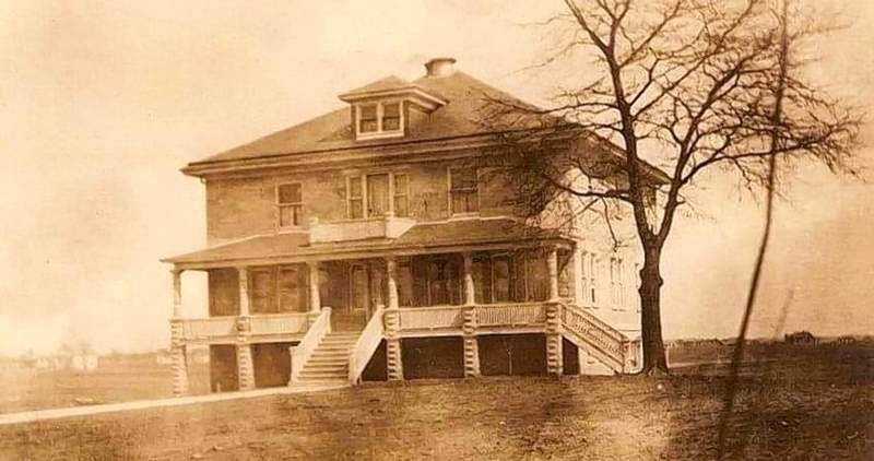 The house at 104 S. Line St., sometime in the early 20th century.